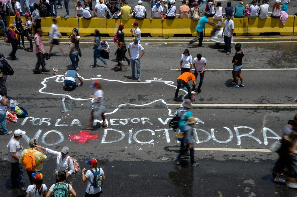 Venezuela, sin aliados en su crisis nacional