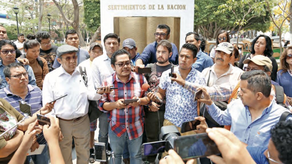 Amagaron con matar a los siete reporteros