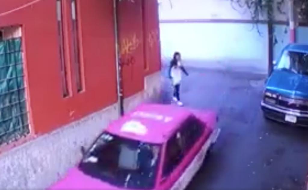 Captan a taxista agrediendo a joven en Tlalpan