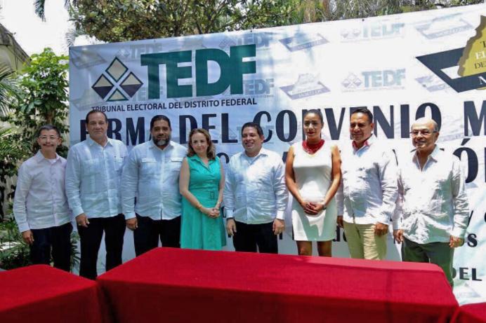 Las y los magistrados del TECDMX y magistrados del TEEM firman convenio en materia electoral.
