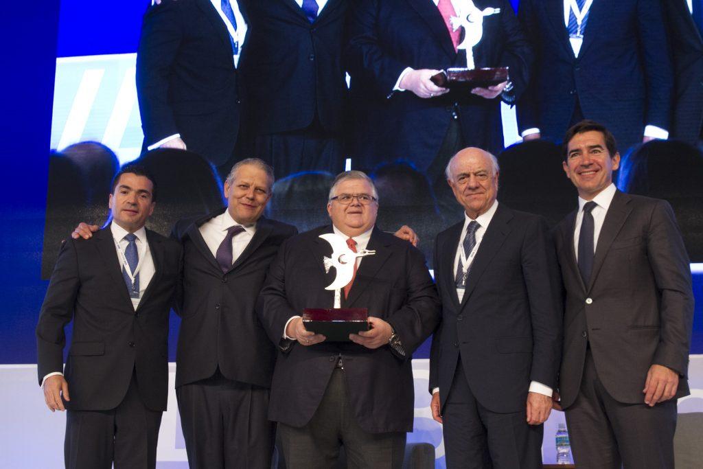 Agustín Carstens recibió un reconocimiento por parte de los consejeros de BBVA. CUARTOSCURO.
