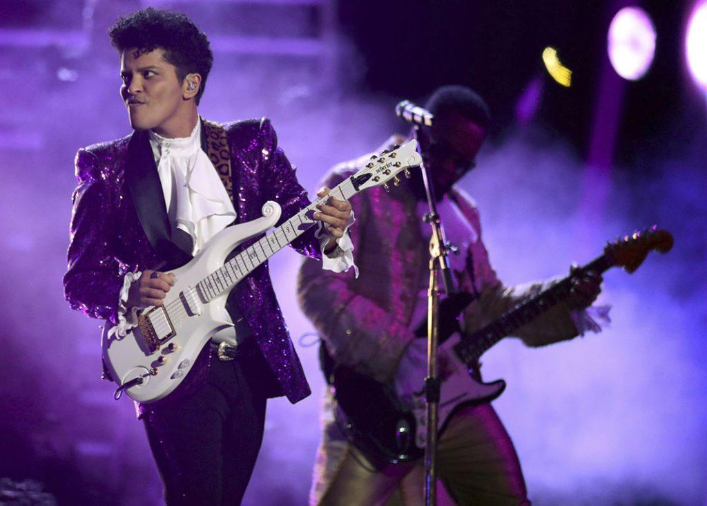 Bruno Mars formará parte de la ceremonia que se realizará en Las Vegas. FOTO: AP