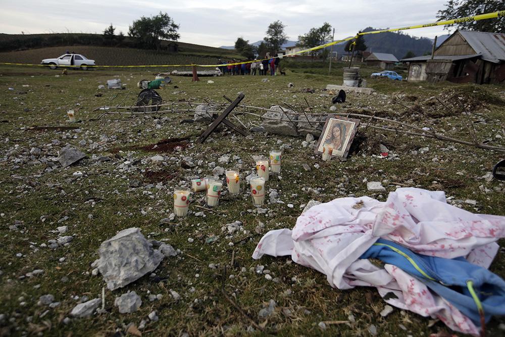 Una explosión en una casa donde se almacenaban fuegos artificiales en Puebla, dejó como saldo 14 personas muertas, entre ellas 5 niños. FOTO CUARTOSCURO