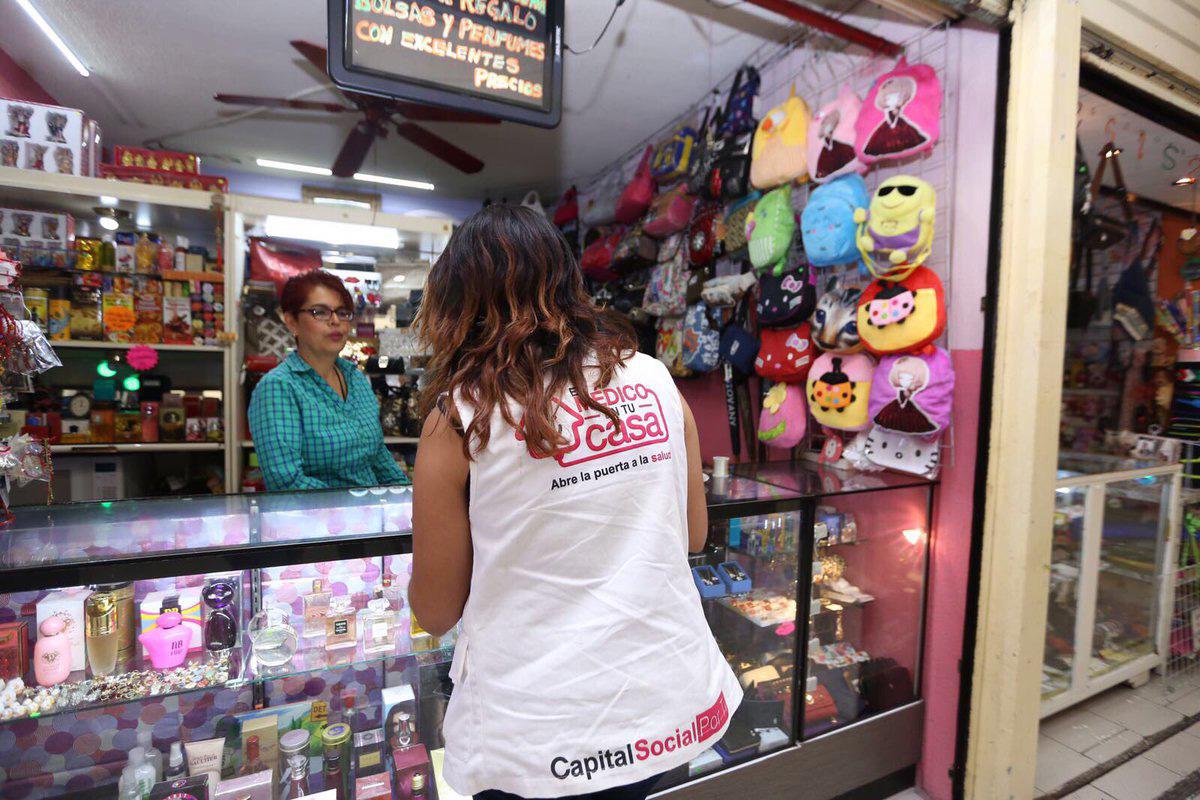 A los locatarios del lugar les anunció que también se comenzará con la instalación de alarmas y de cámaras. FOTO @ManceraMiguelMX