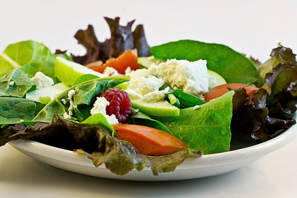 La industria aún no tiene una estimación total de lo que costaría cambiar los menús. Foto Especial
