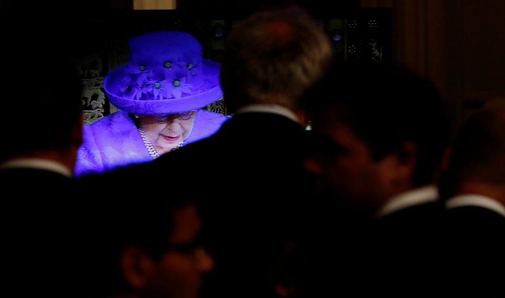 La reina Isabel alborotó las redes con un sombrero
