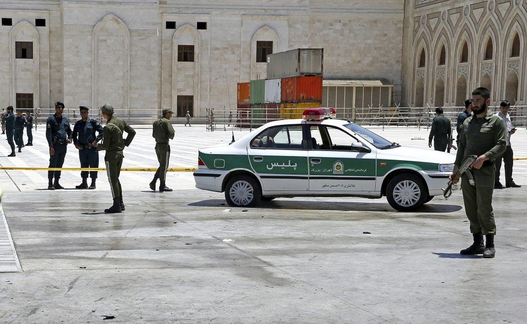 Atentado en Irán donde fallecieron dos guardias el día de hoy miércoles 07 de junio. (AP Photo/Ebrahim Noroozi)