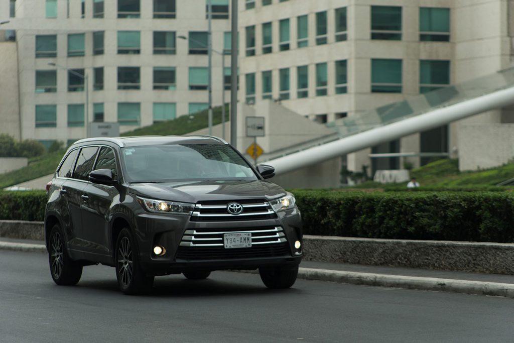 Toyota mantiene una gama interesante de vehículos que pueden competir muy bien en cualquier segmento. Un ejemplo es la nueva Highlander