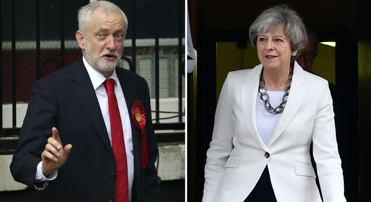 Jeremy Corbyn y Theresa May durante las votaciones. / AFP PHOTO / Daniel LEAL-OLIVAS