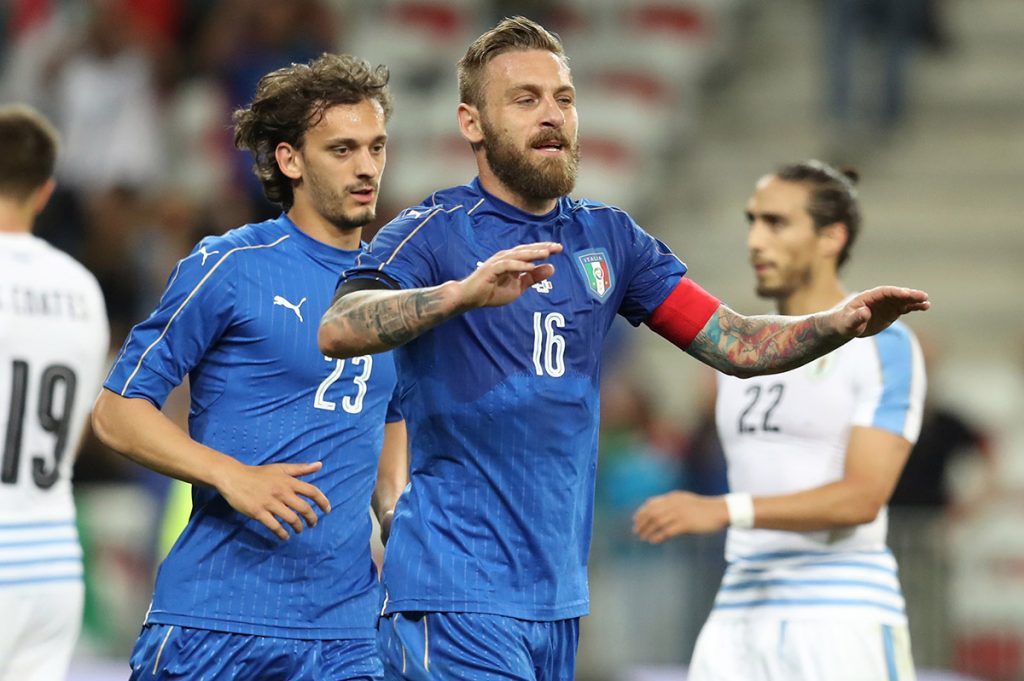 FOTO AFP. Daniele De Rossi marcó el tercer gol italiano.