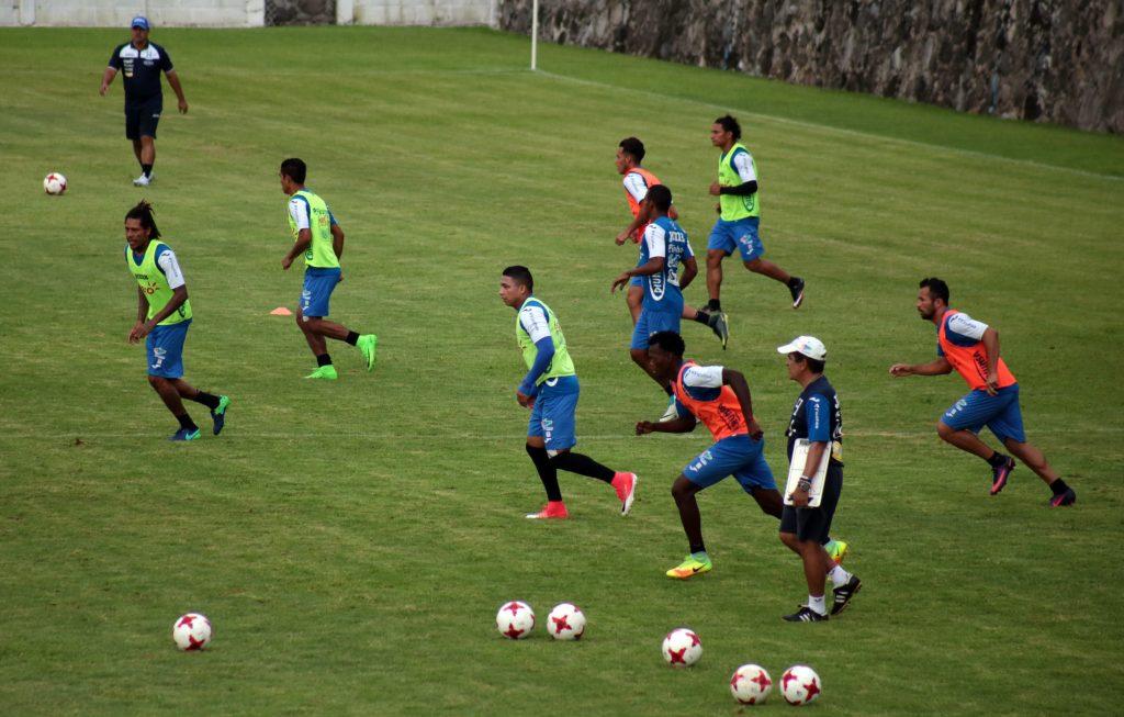 La Selección Nacional de Futbol de Honduras entrena en el estadio Mariano Matamoros previo a su encuentro contra México el próximo jueves en las eliminatorias para el Mundial de Futbol Rusia 2018. FOTO: MARGARITO PÉREZ RETANA /CUARTOSCURO.COM