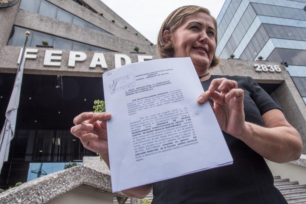 Eva Cadena, diputada local de Veracruz del partido Morena, acudió a la FEPADE para denunciar al partido político y a quien resulte responsable por las acusaciones que se le han estado imputando en las últimas semanas por los videos en los que aparece recibiendo dinero. FOTO: TERCERO DÍAZ /CUARTOSCURO.COM