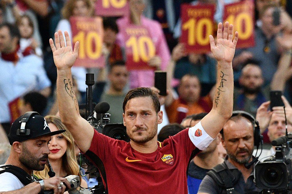 FOTO AFP. El excapitán de la Roma se despidió apenas el fin de semana pasado.