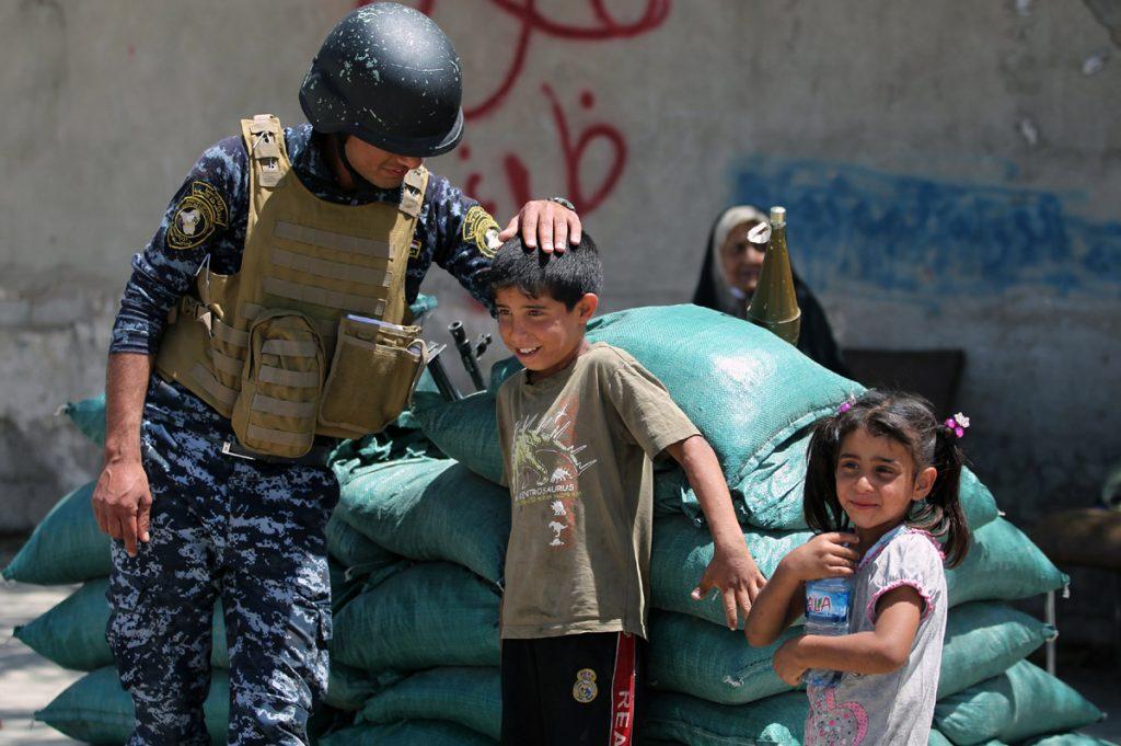 FOTO AFP. Muchos hijos de soldados tienen tendencias suicidas por el temor de perder a sus padres en combate.