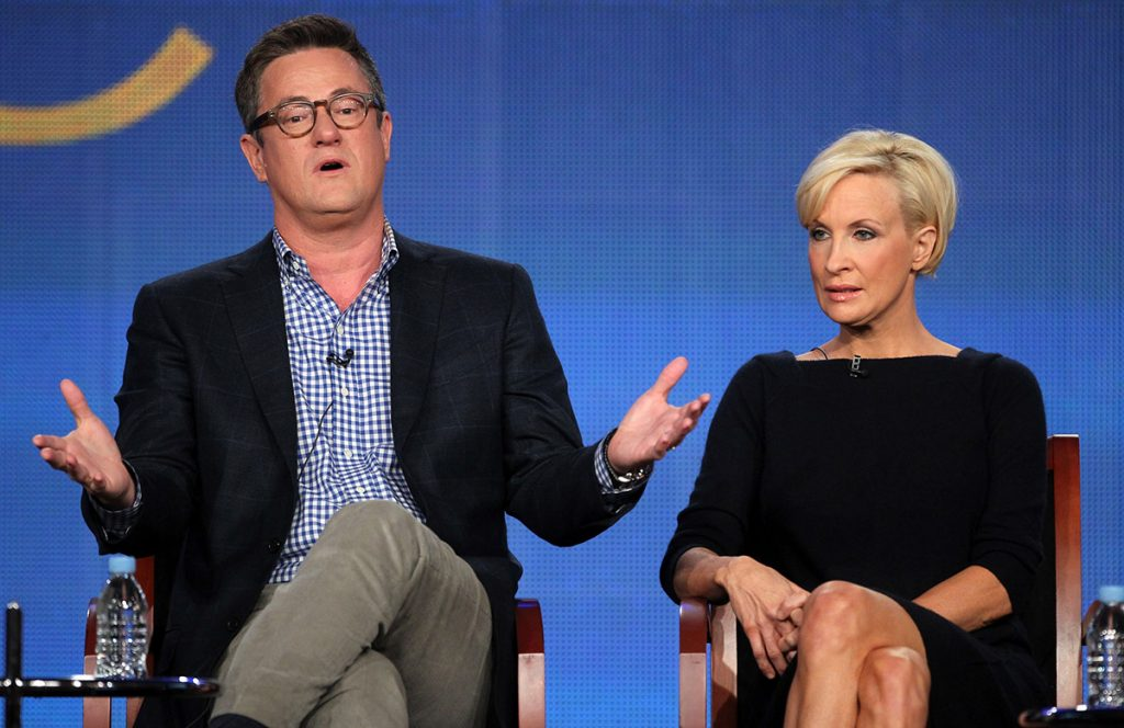 FOTO AFP. Joe Scarborough y Mika Brzezinski fueron insultados por el mandatario, que no aceptó las críticas que hicieron en el show sobre su administración.