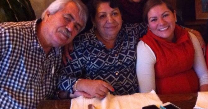 Mireya Agraz y sus padres. FOTO: Facebook