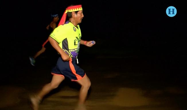 Rarámuris conquistan el Ultramaratón de la Sierra Tarahumara