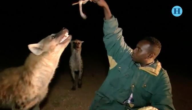 """El """"hombre hiena"""", la atracción turística en Etiopía"""
