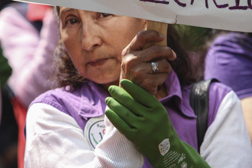 Protesta de trabajadoras del hogar frente a la secretaría de Gobernación, en abril de 2015. FOTO: CUARTOSCURO