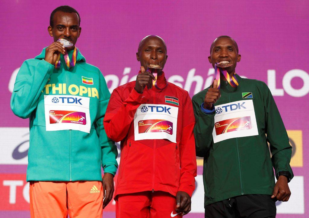Geoffrey Kipkorir Kirui, gana en el maratón de Londres. @Reuters