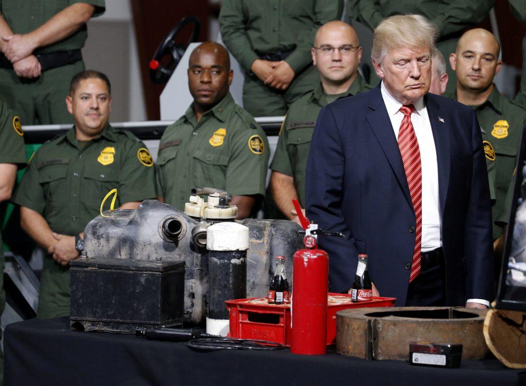 Presidente Donald Trump durante su visita a la Patrulla Fronteriza. Reuters.