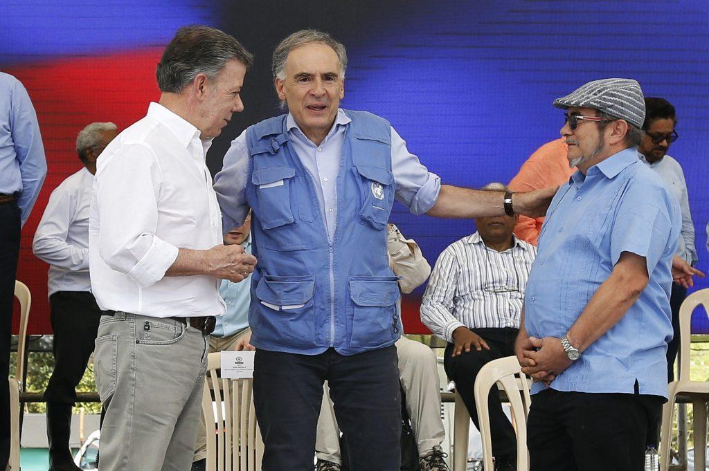 Jean Arnault, Juan Manuel y Rodrigo Londono. Fin de las FARC. @AP
