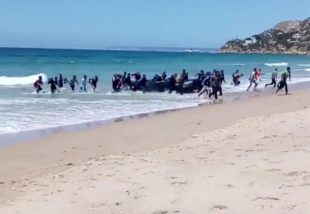 Migrantes en las costas europeas de España. @AP