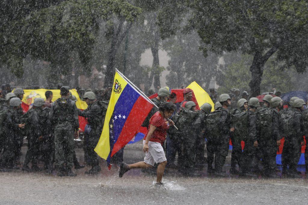 Venezuela es el país con mayores problemas económicos. @AP