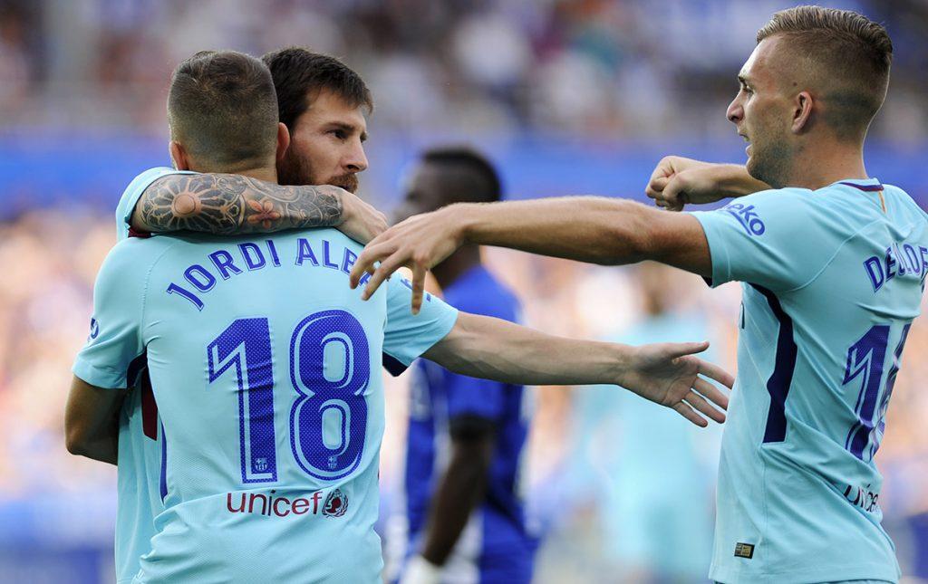 Lionel Messi celebra uno de sus dos goles con el que Barcelona venció 2-0 al Alavés