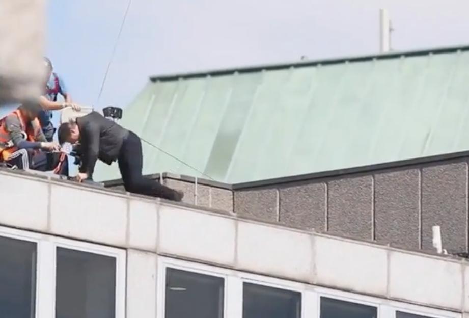 Video muestra a Tom Cruise lastimándose mientras filma Misión Imposible