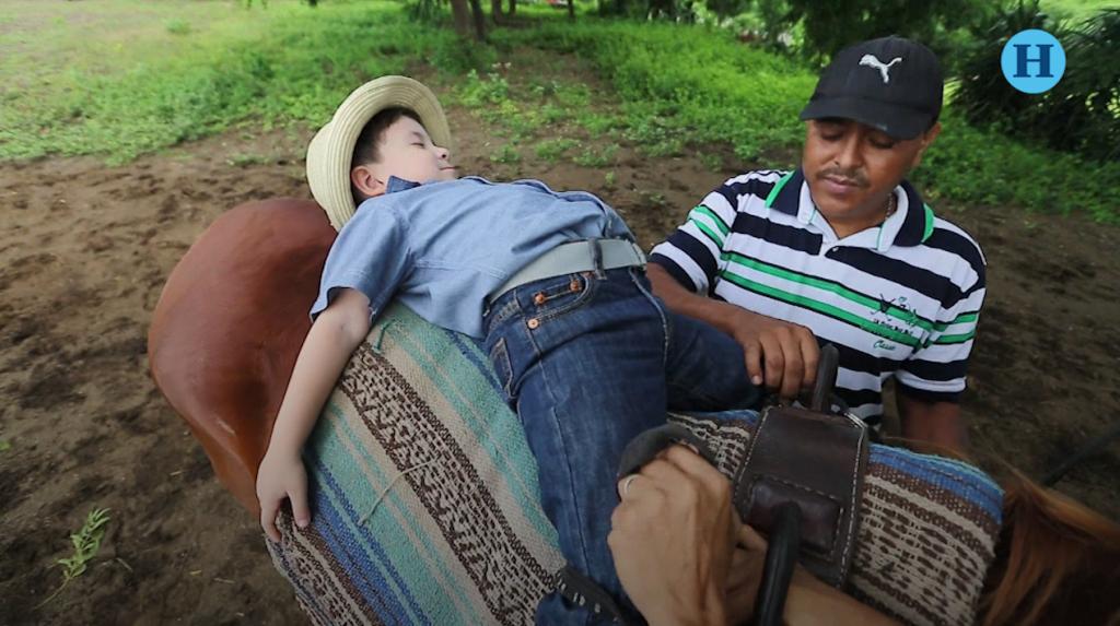 Equinoterapia gratis en Nicaragua para niños con discapacidad