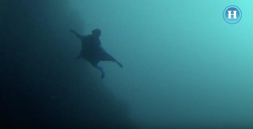 Un traje con alas para volar en el mar