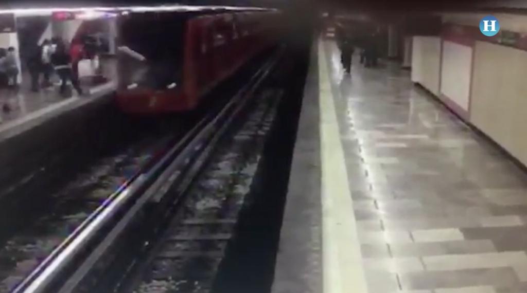 Un hombre se aventó a las vías del Metro Merced