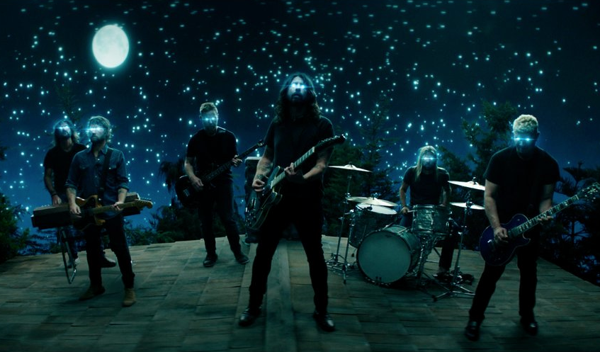 "Foo Fighters lanzan el video del sencillo ""The Sky Is A Neighborhood"""