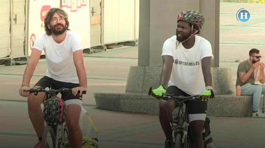 Recorren 2,700 km en bici por los migrantes