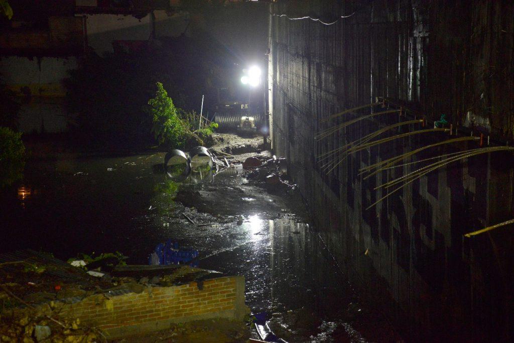Reportan viviendas y autos inundados en zona del Paso Exprés