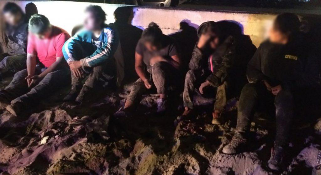30 inmigrantes fueron detenidos en la frontera entre México y EU, y se descubrió un túnel