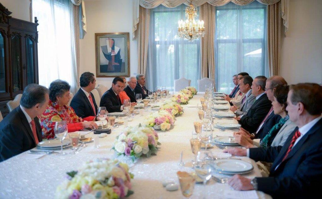 Se reúne Peña Nieto con Enrique Ochoa, presidente del PRI