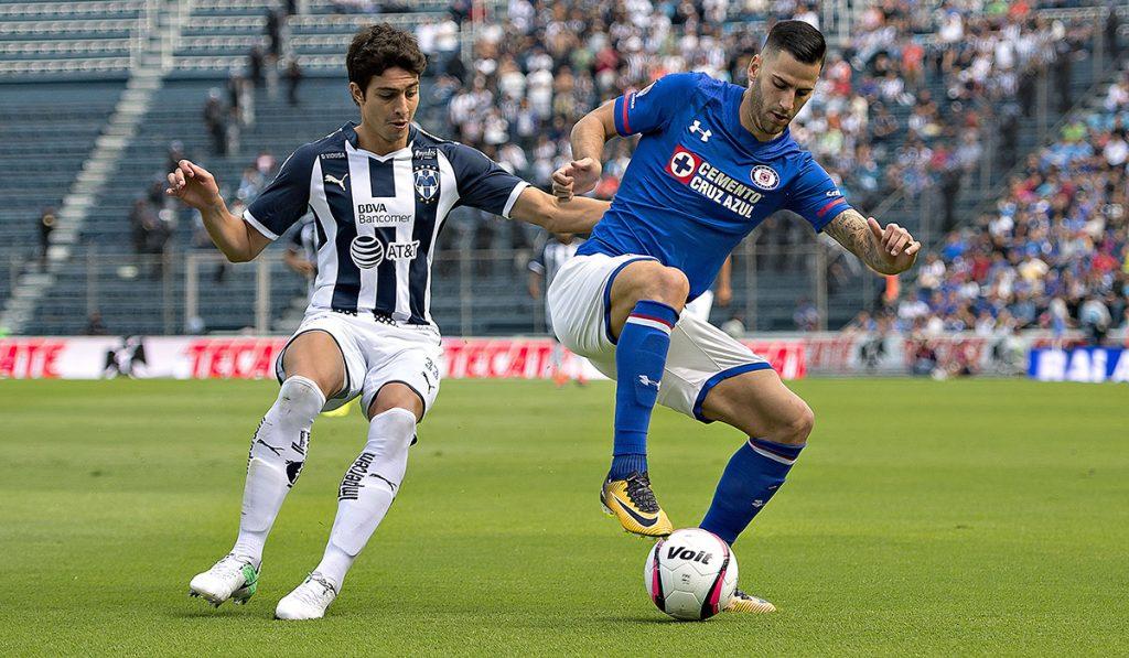 El defensa colombiano Stefan Medina sufrió un desgarro muscular en el partido ante Cruz Azul y estará fuera de actividad de tres a cuatro semanas.