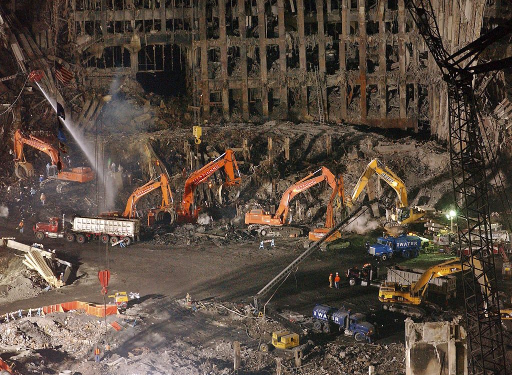 Foto del 7 de noviembre de 2001, de los restos de las Torres Gemelas de Nueva York, tras el ataque del 11 de septiembre. FOTO: AP/Stephen Chernin