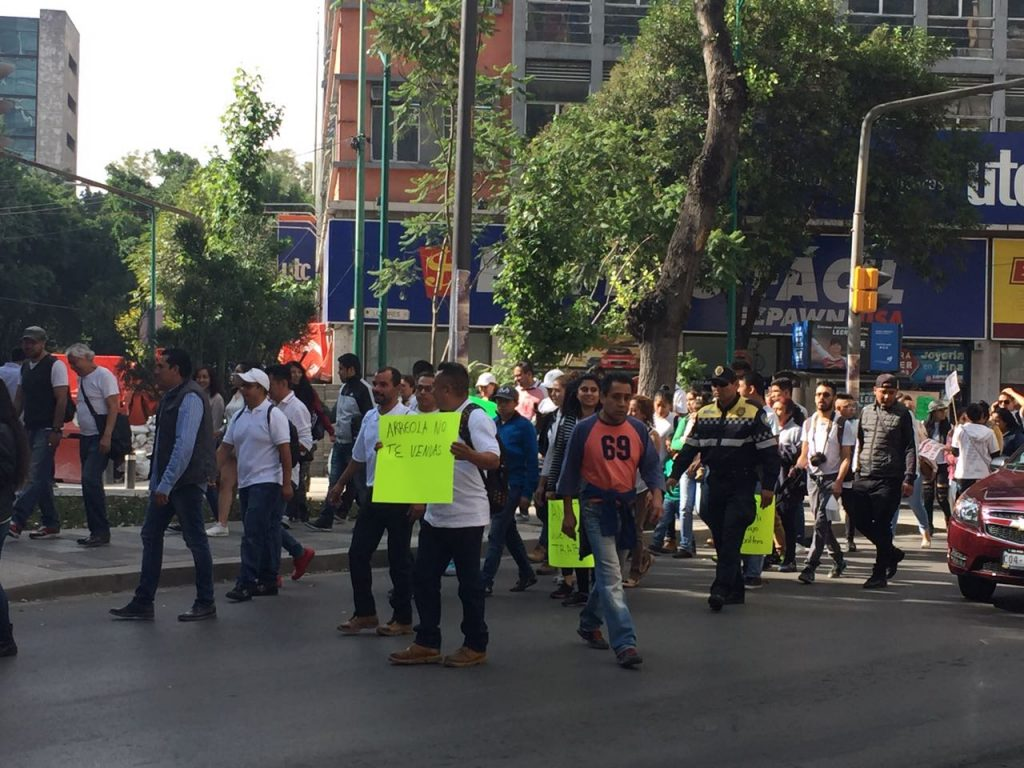Protestan comerciantes informales sobre Reforma en la CDMX