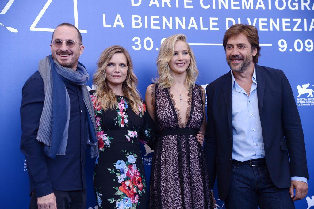 Darren Aronofsky, Michelle Pfeiffer, Jennifer Lawrence y Javier Bardem. @AFP