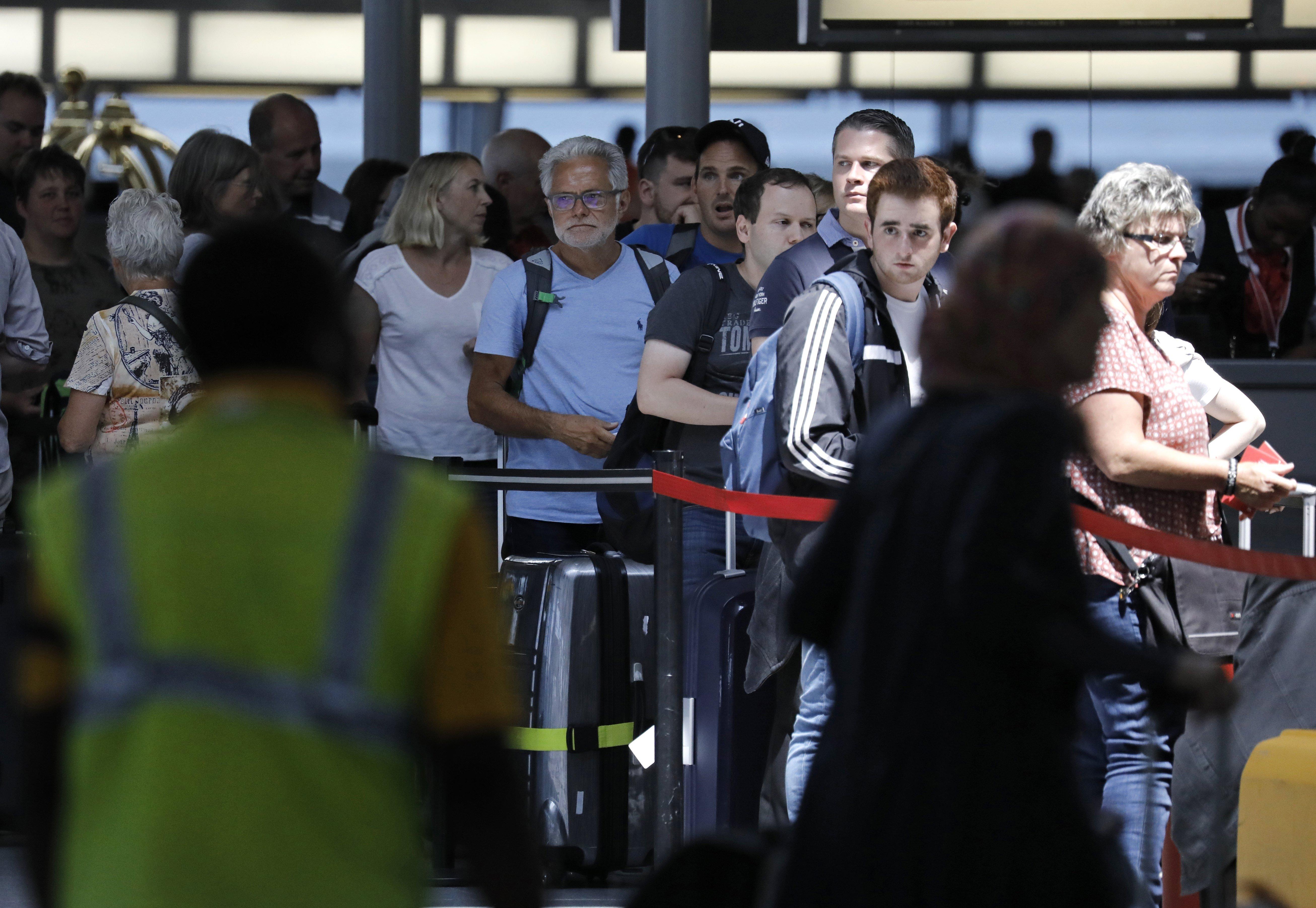 Las restricciones no tendrán impacto en aquellos que ya tienen visa de EU. EFE.