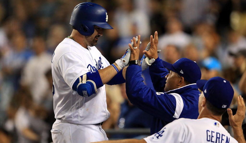 Adrián González pegó su tercer home run de la temporada para contribuir con la victoria de Dodgers 9-2 sobre los Padres de San Diego.