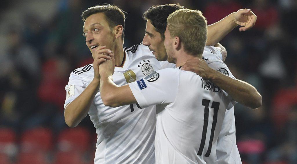 Alemania vence con gol de último minuto a República Checa; Inglaterra golea 4-0 a Malta y Dinamarca 4-0 a Polonia.