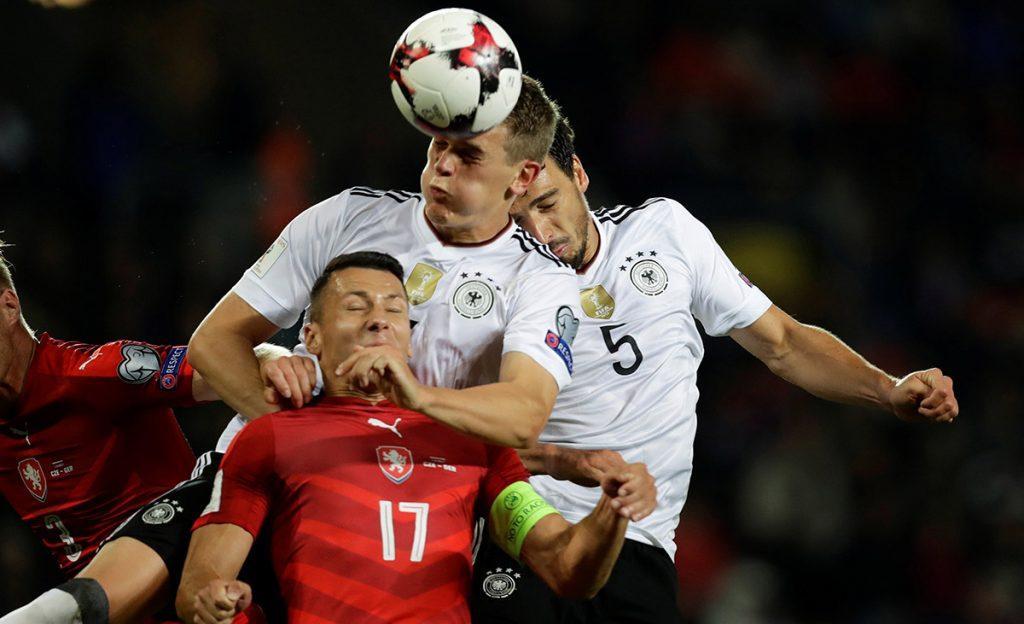 La FIFA abrió un expediente disciplinario contra la Federación alemana por aficionados que entonaron cánticos Nazi en el partido eliminatorio contra la República Checa.