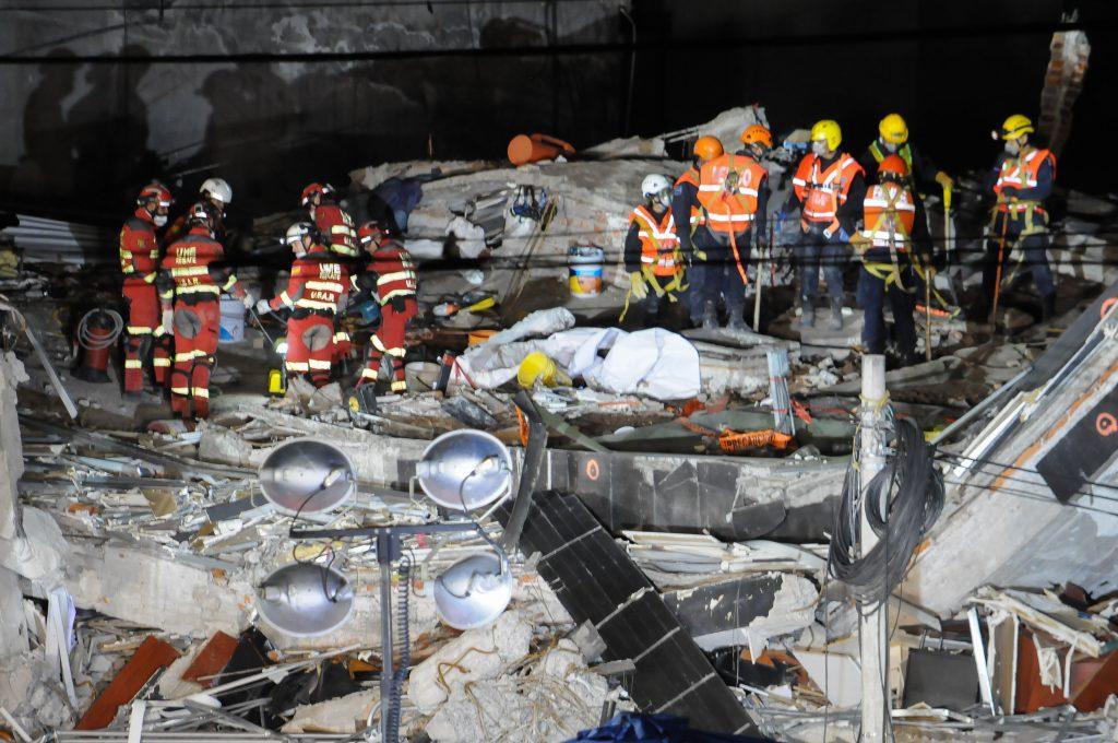 Aún se desconoce el número total de personas que quedan bajo los escombros. CUARTOSCURO.