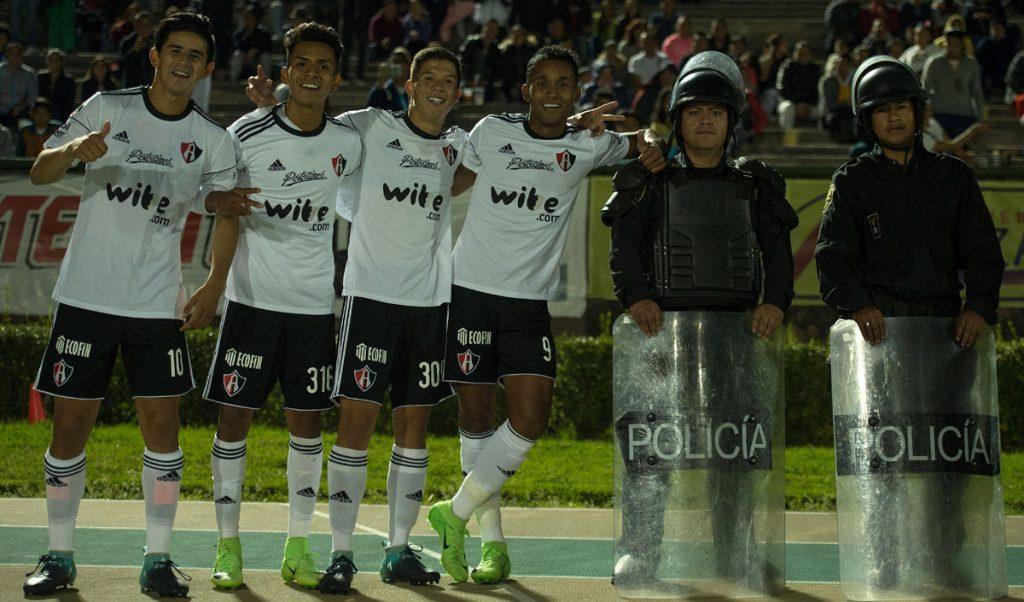 Los Rojinegros del Atlas vinieron de atrás para vencer 2-1 a Potros UAEM y clasificarse a octavos de final de la Copa MX; Pachuca venció a Cimarrones.