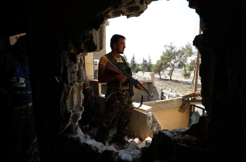 El ejército sirio rompe el asedio del EI en Deir Ezor