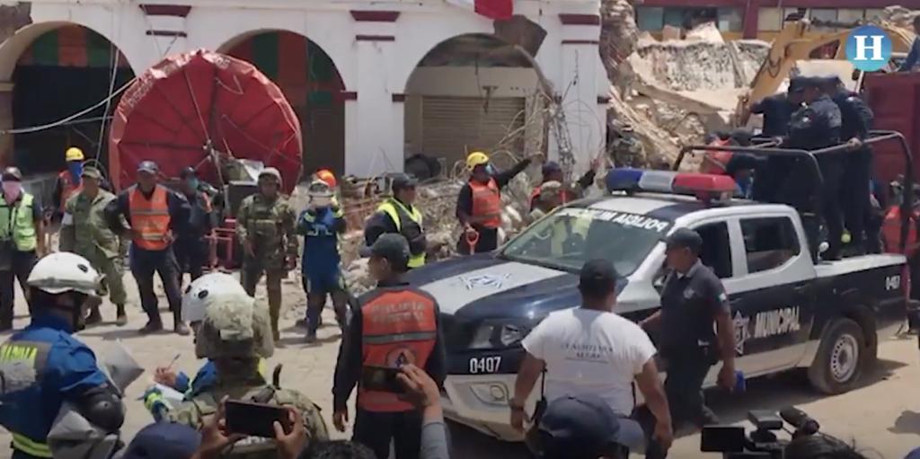 Hallan cuerpo de policía atrapado en Palacio Municipal de Juchitán